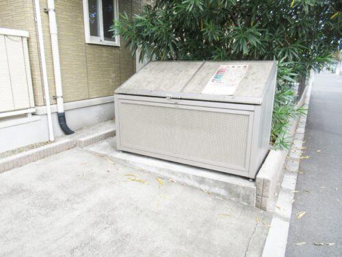 敷地内にゴミ捨て場があります!