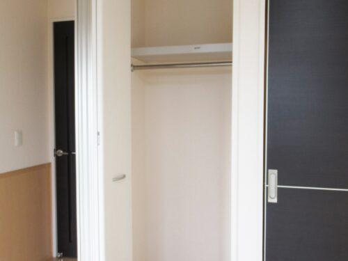 居室にも廊下にも収納スペースがあります!